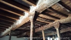 سقف الجامع ويبدو واضحا قدم الاخشاب