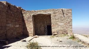 باب الغرفة التي يقع داخلها القبر